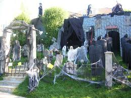 Scary Halloween House Decorations How To Make Spooky Halloween Decorations Artofdomaining Com