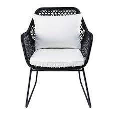 maison du monde coussin de sol fauteuil de jardin en résine tressée et coussins blancs