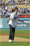 Tom Cruise & Jake T. Austin meet at Dodgers/Yankees game | Surfme