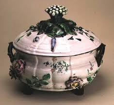 Johan Ludwig ... - covered_tureen_decorated_appl_hi