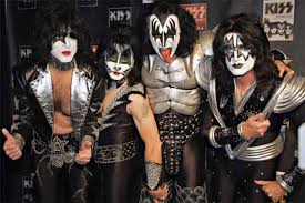 """Kiss""          Images?q=tbn:ANd9GcSmdMg4AUsu6xqeFemD26Zy4WhWkCrl7uMPxWBWKYdUR9NyntT7h_I2jejl"