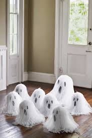 halloween room rolls 40 easy diy halloween decorations homemade do it yourself