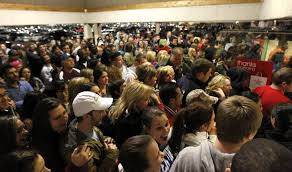 when can eastern standard time target customers can start shopping black friday walmart giving 1 million employees who work on thanksgiving extra