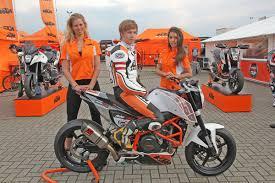 Der 18-jährige Pischelsdorfer Lukas Wimmer startet beim KTM ... - 1557583_web