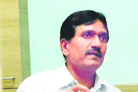 District Collector Chandrakant Dalvi, today appealed to the citizens not to visit swine flu vaccination camps organised by private clubs and NGOs. - M_Id_167518_Chandrakant_Dalvi