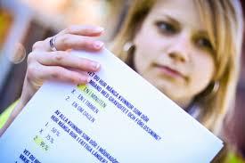 Louise Sundström med kampanjmaterial i quiz-format. Amnestys globala kampanj mot den utbredda mödradödligheten inleds den 30 maj och kommer rikta sig till ... - 61363eaf4a349169777325c12575a7004d0bd3.jpg.600x0_q98