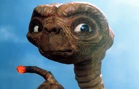E.T. ficha por Saturno.