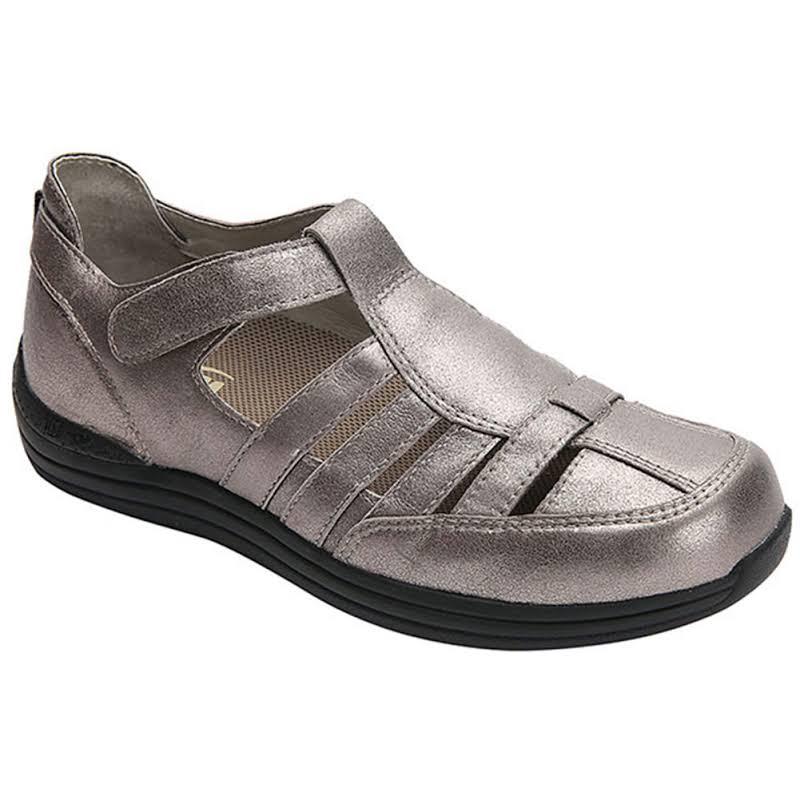 Drew Shoe Ginger Closed Toe Mary Jane Flats, Gold,