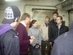 Im Dezember besuchten die 30 angehenden Tischlergesellen des Berufskollegs Borken im Rahmen des Blockunterrichtes das Traditionsunternehmen Josef Baumeister ... - imgp6950