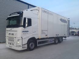 2004 volvo truck volvo fh 6x2 umpikori 7 7 m tl nostin box trucks for rent