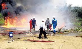 kebakaran sumur minyak bumi