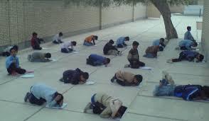 امتحان در حیاط