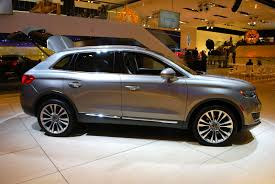 lexus rx 350 vs cadillac srx 2016 mkx could be the sign that lincoln is finally getting the