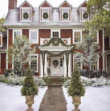 Homes With Christmas Decorations by Best 10 Christmas House Lights Ideas On Pinterest Xmas