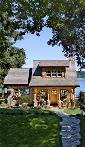 Cottage Style House by Best 25 Small Lake Houses Ideas On Pinterest Small Cottage