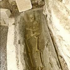 Casa com esqueleto medieval no porão vai à venda por R$ 1 milhão