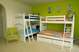 Two Twin Beds In Small Bedroom Bedroom Inspiring Ideas For Teenage Small Bedroom Decoration