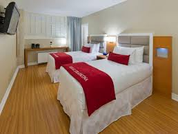 Two Twin Beds In Small Bedroom Hotel Rooms In Toronto Accommodations The Strathcona Hotel