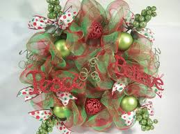 awesome christmas wreaths ideas presenting charming rounded red