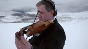 Orkester spelar ihop   ver Internet i Telias nya reklamfilm