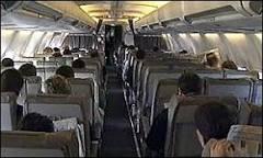 Turista britânico é indenizado por desconforto em avião | BBC Brasil ...
