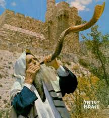 Sonnez de la trompette (shofar) dans Jérusalem