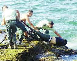 الهجرة السرية ... قوارب الموت ✦✦ ضياع ... موت !!  Images?q=tbn:ANd9GcTDyMbO5UF4t3J1RIMxyDdH779EX21ASa3NMIFCb8rVbUeT4z_Vn4UopUuz5A