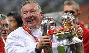Sir Alex Ferguson junto a su última Copa de Europa lograda