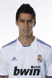 ... a falta de rubricarlo en contrato, la llegada de dos jugadores procedentes del filial del Real Madrid, Juan Carlos Pérez y David Mateos. - Mateos