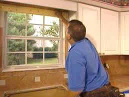 Tiling A Kitchen Backsplash How To Set A Kitchen Backsplash Tile How Tos Diy