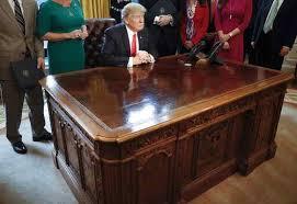 trump desk federal managers say president trump u0027s hiring freeze hurts government