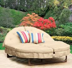 is there such thing as a round futon