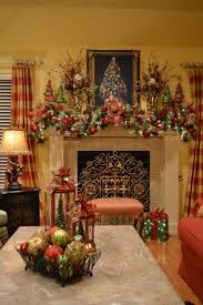 Homes With Christmas Decorations by Best 25 Christmas Mantel Decor Ideas On Pinterest Christmas