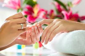 Manicure e pedicure sem hora marcada no Spazzio D'unhas |