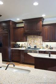 cherry cabinets in kitchen best 25 cherry kitchen ideas on pinterest cherry kitchen