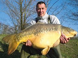 Na miejscu byli już Grzegorz Gajda i Grzegorz Marczyński – pogromcy rekordowego karpia 30,20 kg, był także Damian Obłęk, producent kulek, ... - ww200806_nagmies