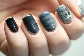 the digit al dozen gradient ombre newsprint nails manicurity