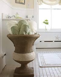 احلى مزهريات لتزيني بها منزلك images?q=tbn:ANd9GcT