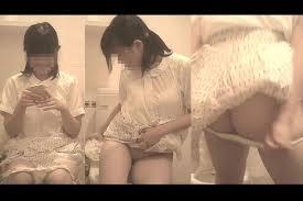 女性アイドルトイレ盗撮|和式トイレ覗き!アイドルレベルのJKが極太うんこ! | 和式 ...