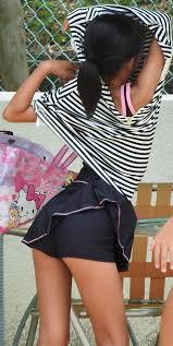女子小学生 盗撮小学生盗撮|派手な柄の下着をはいてるJSを発見する!