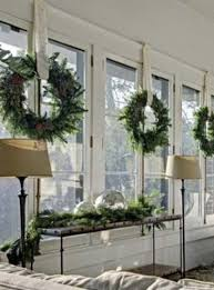 Christmas Home Decorations Pictures Best 25 Christmas Windows Ideas On Pinterest Kitchen Xmas