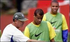 Scolari faz segundo treino com nova formação | BBC Brasil | BBC ...