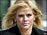 Ex-modelo Anna Nicole Smith morre aos 39 anos