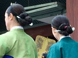 korean haristyle and hanbok Images?q=tbn:ANd9GcT_Ouy7ib6yWUBgLvkrVjCJBLvr9hA4BYx2S-hjvnMhHq0qo53X2A