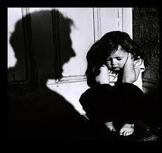 العنف الاسري صور... images?q=tbn:ANd9GcT