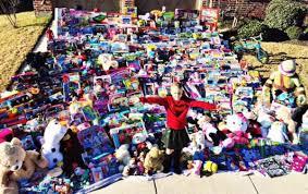 sadie u0027s sleigh donates nearly 1 300 toys for fellow cancer