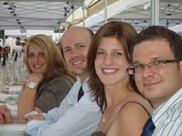 Claudia Wurm (v.l.), Tom Andres, Sonja Lenz und Stefan Pongratz Foto: - 1246829863-Tafelderdemokratie_BundespraesidentGewinner.jpg-thumb