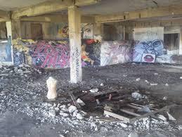 廃墟 ヌード|