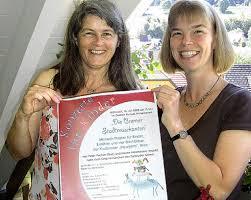 """Kassiererin Karin Jaschke (links) und Vorsitzende Anne Rütten hoffen auf zahlreiche Besucher beim Musik-Theater """"Die Bremer Stadtmusikanten"""" Foto: Tina ... - 3378598"""