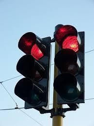 اشاره حمراء واتجاه إجباري